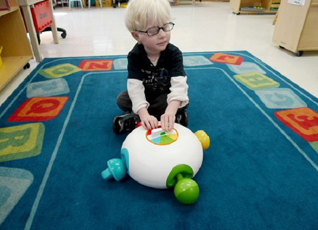 This Ultimate guide about Toys Play Ideas for Blind and Visually Impaired Children, Blind Infants,Toddlers, and Preschoolers,Best for Parents & Teachers.